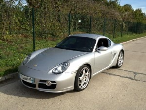 Porsche Cayman S de face