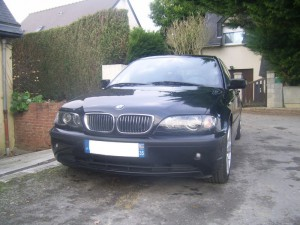 BMW 330d Touring de face