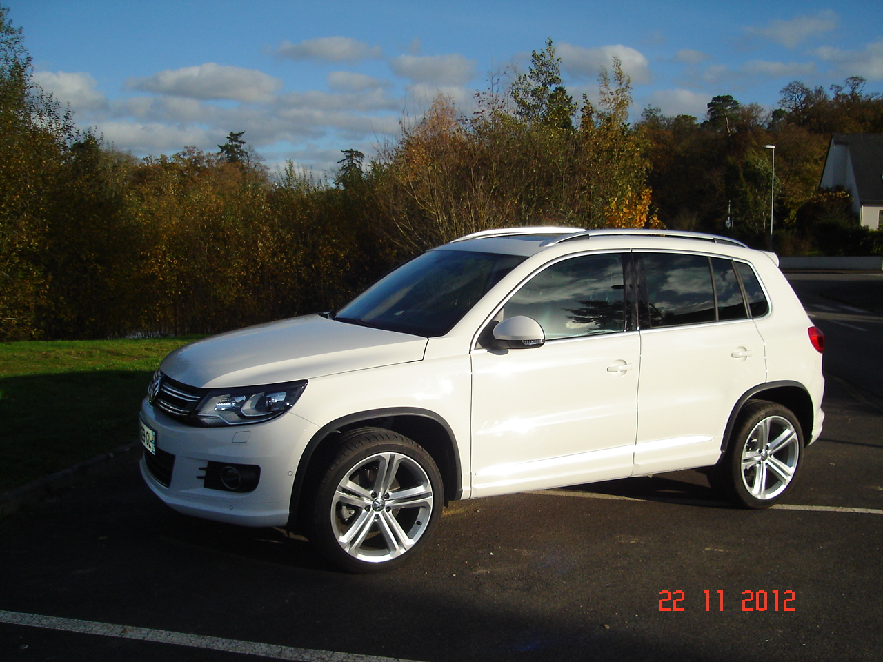 volkswagen tiguan 140 tdi carat r line 19 x nons leds car fever. Black Bedroom Furniture Sets. Home Design Ideas