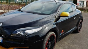 Renault Megane Red Bull Racing RB7 320ch vue de face