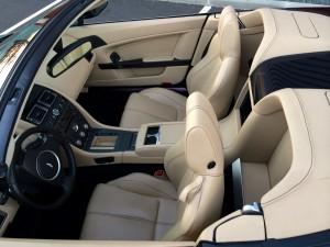 Aston Martin V8 Vantage Roadster BVA6 int