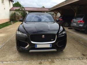 Jaguar F-Pace V6 3.0D 300ch Première Edition 4X4 BVA8 calandre