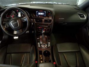 AUDI RS5 QUATTRO 4.2 V8 FSI 450CH int